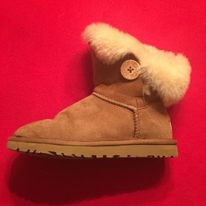 UGGS, Short Boots w/Buttons, 5.